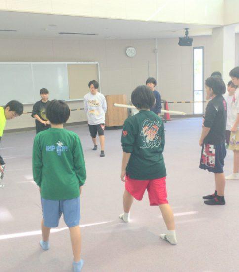 バスケットボール部でのストレッチ指導